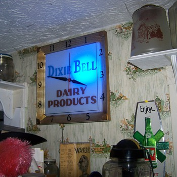 Dixie Bell Dairy Products Clock - Clocks