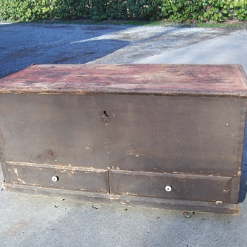 PRIMITIVE EARLY AMERICAN BLANKET CHEST