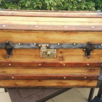 Mystery chest! Please help - Furniture