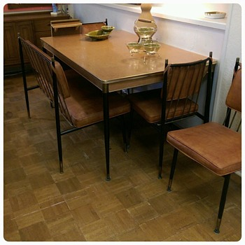 Kuehne Dining set