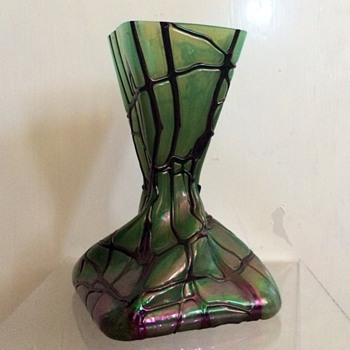 Kralik Amethyst Veined Moss Green Iridescent Square Twist Vase