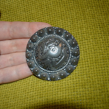Mystery silver brooch with Arabic (?) callighraphy