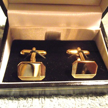 1970-mens gold cufflinks. - Accessories