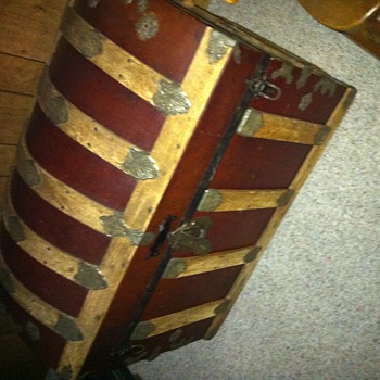 Trunk I can't identify? - Furniture