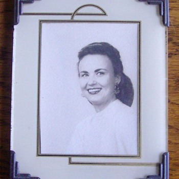 "Art Deco Frame of a picture of ""Mom"". - Photographs"