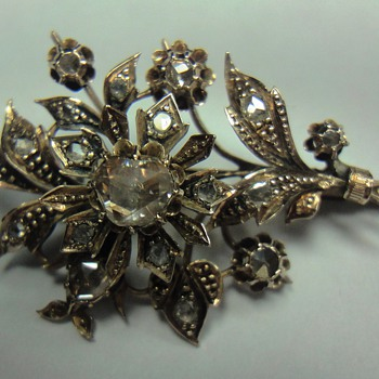 Rose gold flower brooch with European rose cut diamonds - Fine Jewelry