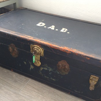 Help needed with this vintage trunk/steamer!