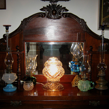 OLD GLASSES AND OIL LAMPS & ANIMALS - Glassware