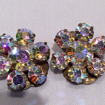 Stunning clip earrings - Costume Jewelry