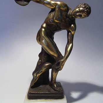 Discus Thrower -- Statue -- Help with Signature ?? - Figurines