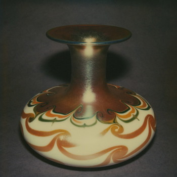 QUEZAL ART GLASS VASE, circa 1906