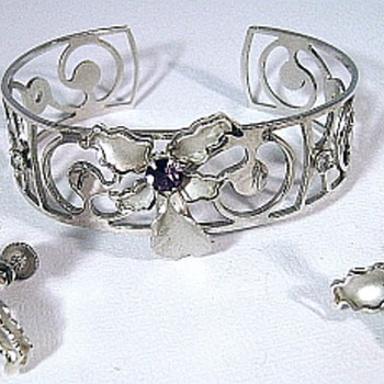 Bugby & Niles Vermeil Orchid Parure 1940 - Costume Jewelry