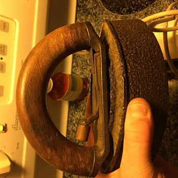 An old flat iron need info on