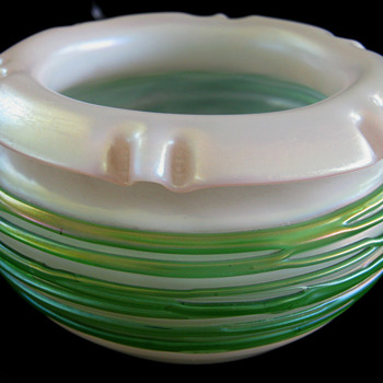 Kralik-Leotz?? Green Threaded Stunning vase - Art Deco