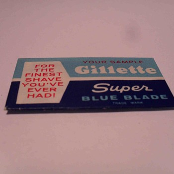 Box of six Gillette shaving blades.