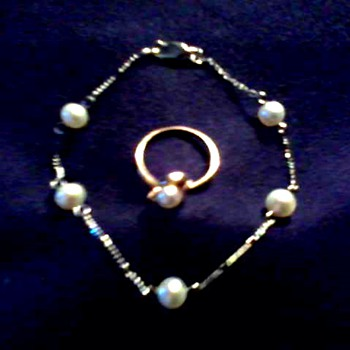 Tiny 14 kt Gold Pearl with Diamond Ring and Pearl Bracelet / Circa 20th Century