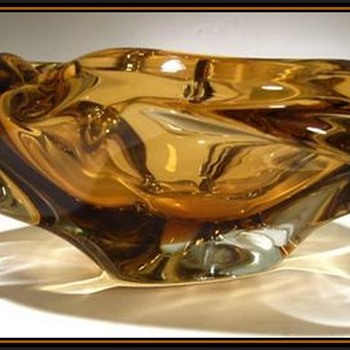?? SKRDLOVICE -- Art Glass Bowl ( or Ashtray ) ??