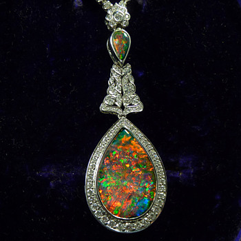AURORA - an Antique 20ct Gem Quality Solid Black Opal from Lightning Ridge, set in a Modern White Gold and Diamond Necklace - Fine Jewelry