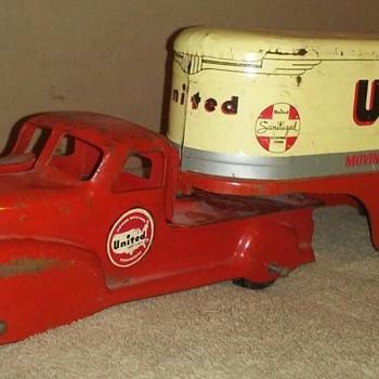 1940's Marx United Van Lines Truck