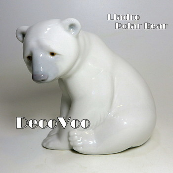 Polar Bear (Seated)by Lladro