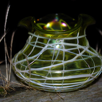 KRALIK SPIDER WEB VEINED TREFOIL VASE SUBTLE IRIDESCENT IN LIME GREEN - Art Glass