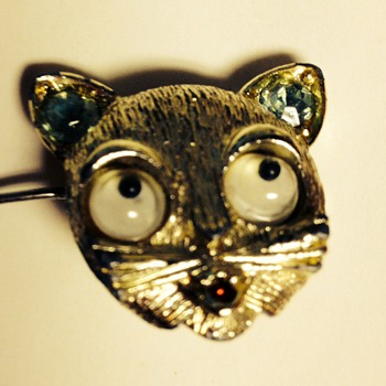 Cat face brooch with stones and moving eyes - Costume Jewelry