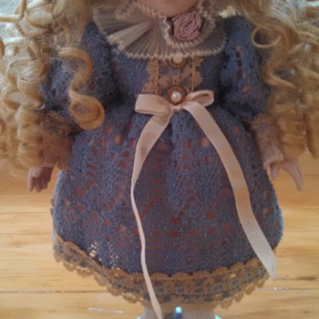 Louis Nicholi 1998 New York, NY 12 inch porcelain doll