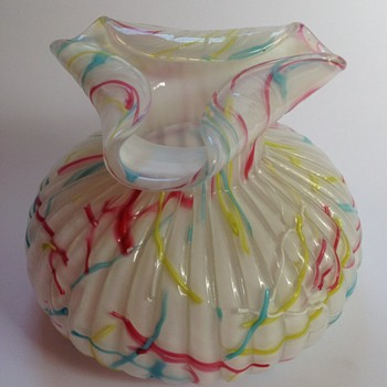 Victorian Peloton glass vase with tricornered top - Art Glass