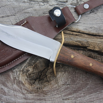 SMALL FIXED BLADED PAKISTANI-Made BOWIE-Style HUNTING KNIFE - Tools and Hardware