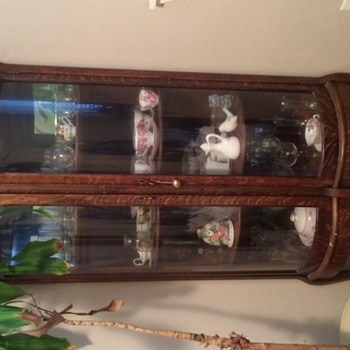 Curved Glass Two Door Curio Cabinet With Mirror