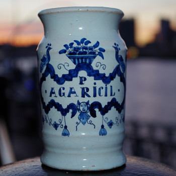 18th CENTURY DELFT WARE P AGARICIL DRUGGIST POT - Advertising