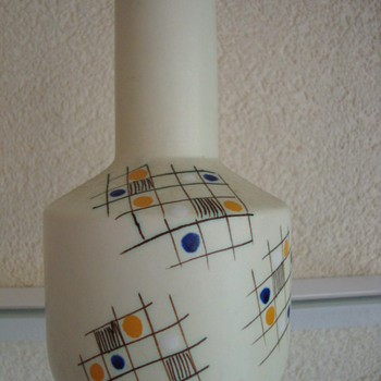 plazuid vase - Art Pottery