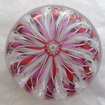 St Louis 1986 Crown Paperweight - Art Glass