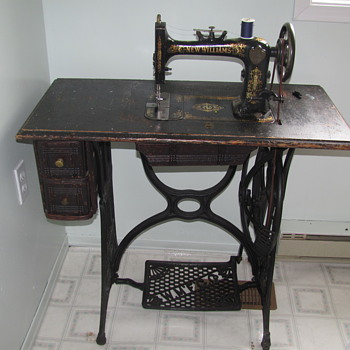 My moms favourite sewing machine - Sewing