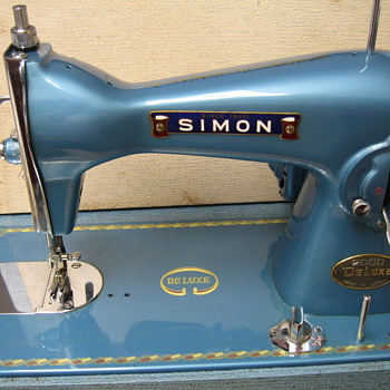 My Vintage Simon Portable Sewing Machine - Sewing