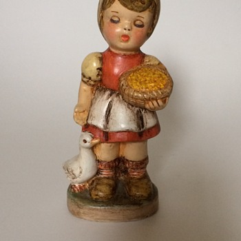 Girl figurine 1981 - Figurines
