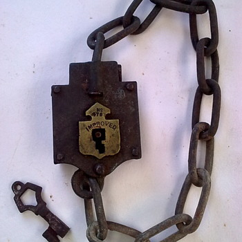 Chain lock & key.