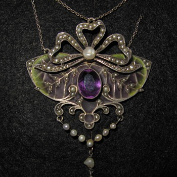 Early 20th century plique-a-jour pendant.