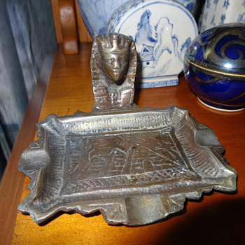 EGYPTIAN PHARAOH METAL ASHTRAY VINTAGE