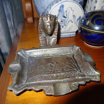 EGYPTIAN PHARAOH METAL ASHTRAY VINTAGE - Tobacciana