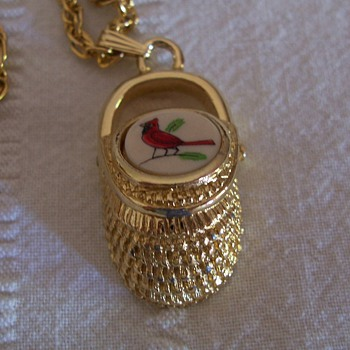 Nantucket basket pendant - Costume Jewelry