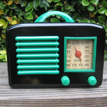 Art Deco General Television Tube Radio 5A5 from 1946 - Radios