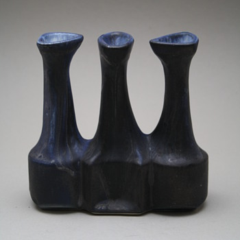 Loré, Beesel, the Netherlands. Designed by Matt Camps 1970s. marked B88 - Art Pottery