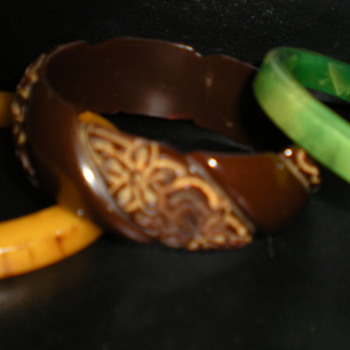 BAKELITE BANGLES - Costume Jewelry