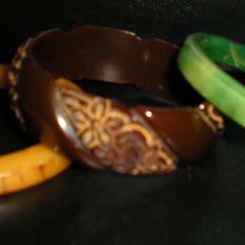 BAKELITE BANGLES - Costume Jewelry
