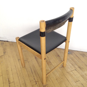 Black leather and blond wood chair - Furniture