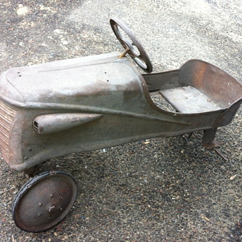 1930&#039;s Unknown pedal car &amp; wagon?