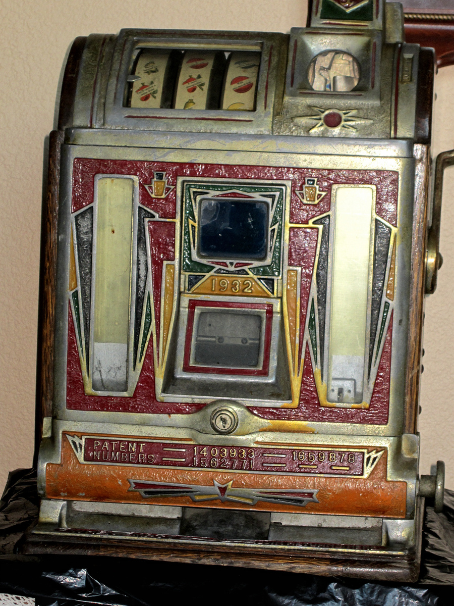Victorian penny slot machines