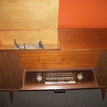 Loewe Opta radio-phono-combination - Radios