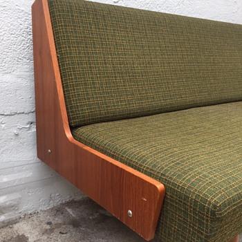 Norwegian Daybed/sofa, help needed.